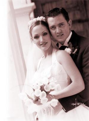 Lic. Francisco Javier Galindo Obregón y Lic. Lorena Hernández de la Vega contrajeron matrimonio religioso el cinco de abril de 2003