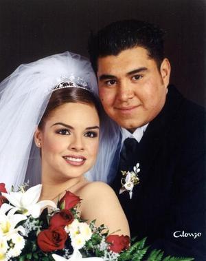 L.A.E. Arturo Emilio Ortiz Campos y E.G. Luz Argelia Castillo Silveyra contrajeron matrimonio el 10 de abril de 2003