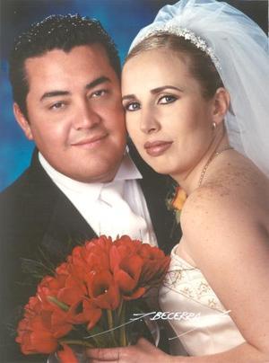 Arq. Kristian Hernández Ramón y Arq. Anna Alejandra Ramos Aldana recibieron la bendición nupcial el 22 de marzo de 2003