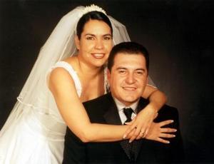Sr. Víctor Manuel Castrillón y Srita. Claudia Elena Soto Álvarez contrajeron matrimonio el cinco de abril de 2003