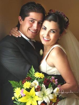 Lic. Rodrigo Anzures Solís e Ing. Karla H. Dávila Rodríguez contrajeron matrimonio religioso el sábado 29 de marzo de 2003