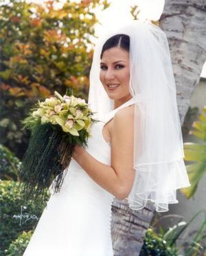 Srita. Ana Isabel Godina Murillo el día de su enlace nupcial con Sr. Omar Mexsen López