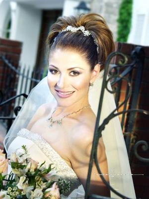 L.A.E. Marcela López Celayo unió su vida a la de L.A.E Rodolfo Almaraz Sifuentes el cuatro de abril de 2003
