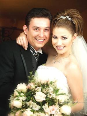 L.A.E. Rodolfo Almaraz Sifuentes y L.A.E. Marcela López Celayo contrajeron matrimonio el cuatro de abril de 2003