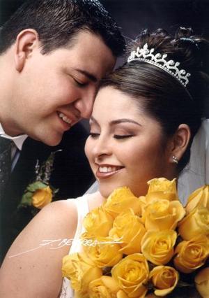 Ing. Absalom Ruiz Rosalesy Lic. Elba Lucila Olvera Gutiérrez contrajeron matrimonio el 21 de marzo de 2003.