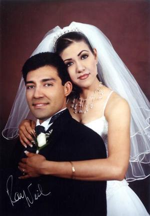 Lic. Erik Armando Salazar de la Rosa y Srita. Gloria Érika Muñoz Dávila contrajeron matriimonio el 15 de marzo de 2003.