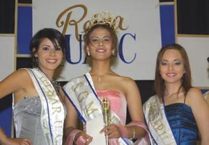 Elizabeth acompañada por la princesa. En esta ocasión resultó agraciada con este nombramiento Hidalia Montelongo, de la Facultad de Administración Fiscal y Financiera y por la princesa dos Michelle Delado.