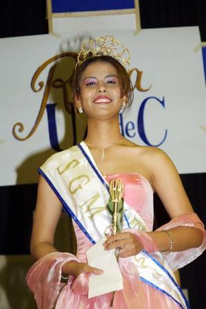 Elizabeth Araceli Muñoz Jiménez, quien representó a la Escuela de Enfermería, es la nueva reina de la Universidad Autónoma de Coahuila, -Unidad Torreón-.