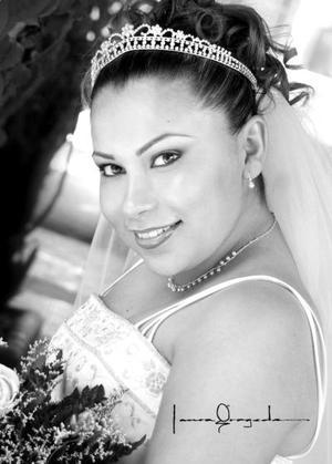 Srita. María Estela Gallegos el día de su enlace nupcial con Sr. Ricardo Ayala Herrada