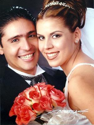 Lic. Francisco Marlon Domínguez Contreras y Lic. Laura Elena García Robles contrajeron matrimonio  religioso el 26 de abril de 2003