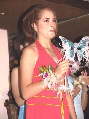 Una vez que retomaron sus lugares, el siguiente paso fue descubrir quién debía ocupar el trono, fue entonces que el destino permitió a Nuri Quintero Cuerda ser la afortunada reina 2003 y a Carolina Sada Sandoval, la nueva princesa.