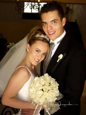 Lic. Ángel Antonio Carrillo Romero y Lic. Ruth Ivonett Monroy contrajeron matrimonio en la parroquia de La Sagrada Familia el tres de mayo de 2003