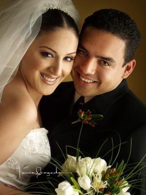 Lic. Lester Guido Rojas Zamora y Srita. Blanca Cecilia Sánchez Díaz contrajeron matrimonio el tres de mayo de 2003