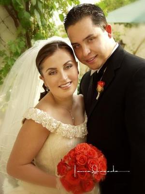 Ing. Dante Nomar de Aguinaga y Salazar e  Ing. Alejandra Mogollón Reyes recibieron la bendición nupcial el diez de mayo de 2003