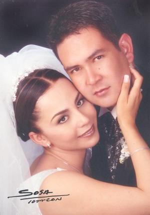 Ing. Jaime Cuahutémoc González Juy e Ing. Verónica Macías Cortés contrajo matrimonio en la parroquia Los Ángeles, el sábado 17 de mayo de 2003