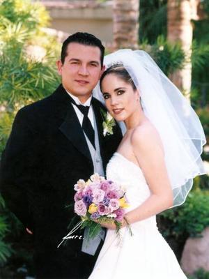 Sr. Antuán Morales Torres y Srita Marcela Campos Escobedo contrajeron matrimonio religioso en la parroquia de San Pedro Apóstol el 30 de mayo de 2003