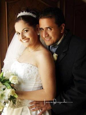 Ing Rubén García Ávila y C.P. Emma Alvarado Canales recibieron la bendición nupcial el 31 de mayo de 2003