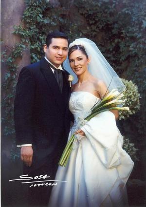 C.P y M.A Víctor Manuel Vega de la Torre y Lic. Bárbara Molina Ruiz recibieron la bendición nupcial  el 14 de junio de 2003