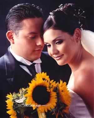 Sr. Alonso Mascorro González y Srita. Karina Santibáñez Meraz recibieron la bendición nupcial el 24 de mayo de 2003