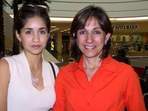 Dora Juárez de Martínez y Luzma Herrera.