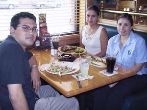 Gustavo González, Eli Salas y Claudia Anaya