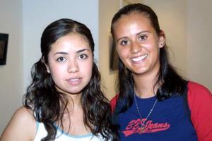 Mónica Hernández y Brenda Ríos en reciente acto social.