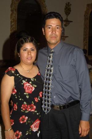 Patricia Rodríguez Ceniceros y Edmundo Chávez Robles en un banquete nupcial.
