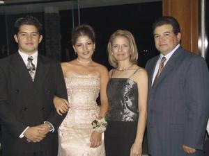 Luis Alberto Maeda, Lilia Mónica Maeda, Reyna Nuñez y Luis P. Maeda.