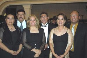 Saturnino Guzmán y Mirna de Guzmán, Guillermo Alejandro Quintero y Sofía Colunga, Víctor Santibáñez y Socorro Noé.