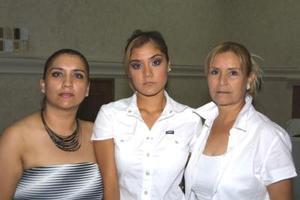 Martha Irene Herrera, Cindy Giannine Alvarado Herrera y Giovana Carolina Alvarado Herrera.