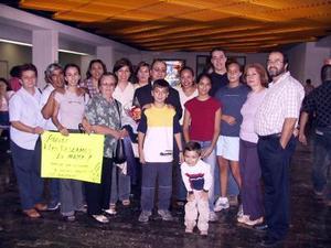 La familia De la Fuente Atilano viajó a México, donde radicará, fue despedida por las familias Robles Atilano y Lazarín de la Fuente.