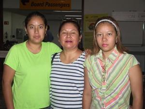 Luz María Pérez y Luz María Díaz viajaron a Tijuana en plan vacacional; las despidió en el aeropuerto, Julia Pérez.