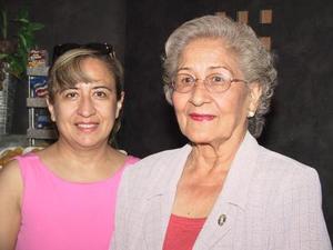 María Verdeja de Ramírez viajó a la capittal del país para visitar a su hija, la despidió María Azúnsolo