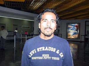 Para atender asuntos de negocios relacionados a la ropa, viajó a la ciudad de Puebla, Abraham Ortíz.