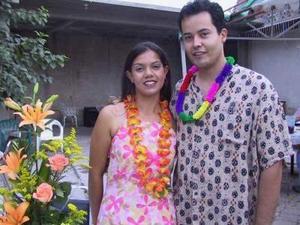 Alicia Castillo y Homero Pérez en la despedida de pareja que le ofrecieron con motivo de su enlace matrimonial que se celebró el 12 de julio
