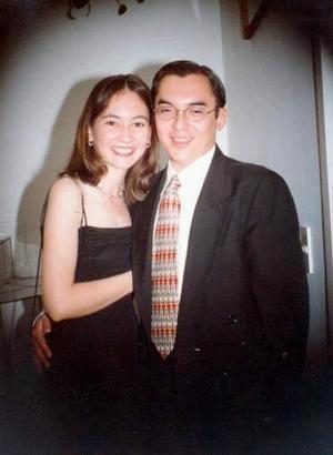 Ing. Carlos Mora García e Ing. Karen Cossío de Robles efectuaron su presentación religiosa el 14 de mayo de 2003