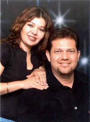 Señor Víctor Manuel Galindo Obregón y María Dolores Esquivias de Galindo en una fotografía de estudio.