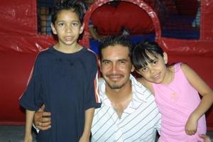 José Manuel Villalobos Carrasco y su familia celebraron el cumpleaños número nueve del pequeño Raphael, durante su estancia en esta ciudad.