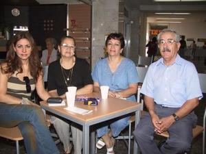 Carmen Chibli se trasladó a México y posteriormente a Cancún en plan vacacional, la despidieron Carmen y de Chibli, Gloria de Chibli y Gabriel Mena López