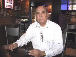Después de atender asuntos de trabajo, César  Alarcón regresó a Ciudad Juárez.