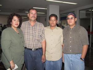 Irma Ordaz, Oscar Lugo, Héctor Lugo y Óscar Lugo Jr. viajaron ayer a Tijuana, en plan de negocios.