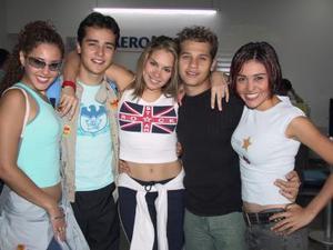 Mar, Josué, Ángel, Judith y Anaís, integrantes del grupo Sólo 5, fueron captados en el aeropuerto, luego de ofrecer un concierto en nuestra ciudad.