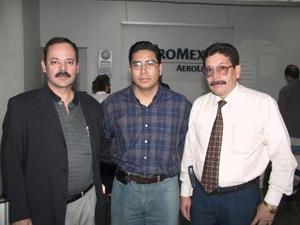 Mauricio Casas y Josué Castillo viajaron a México para asistir a la presentación de un nuevo medicamento, los despidió Guillermo Quintana.