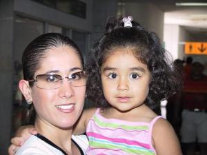 Mónica de Lara y su sobrina Gabriela Villarreal viajaron a Mazatlán donde vacacionan