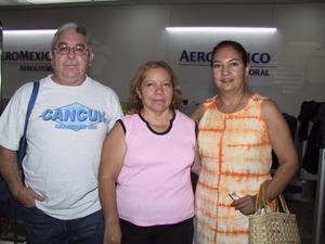 Rafael Medina, Josefina Frausto Ruiz y Leticia de Medina.