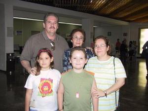 Rafael Olazábal retornó a Tijuana luego de visitar a su familia, lo despidieron Charis, Rocío y Lucila Olazábal y Glen Hawort.