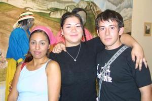 Almendra García, Lucero Ávila y Alan Calderón.
