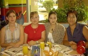 Blanca Muroaga, Marcela Gorgón, Iveth Ávila y Karen Encina convivieron en un restaurante local.