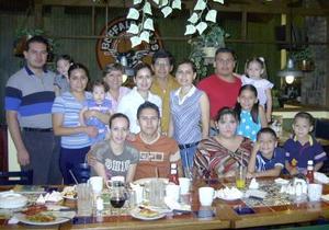 En su cumpleaños fue festejado Juan Pablo Hurtado Soto quien estuvo acompañado de sus padres,hermanos y cuñados.
