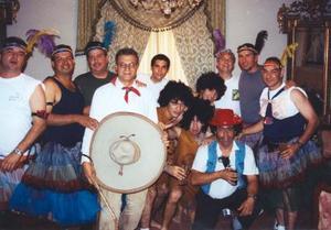 Juan José Jaik (El Charro) acompañado de sus sobrinos y primos quiene ofrecieron el número 'El Gran Can', como parte del espectáculo que se ofreció durante la fiesta.